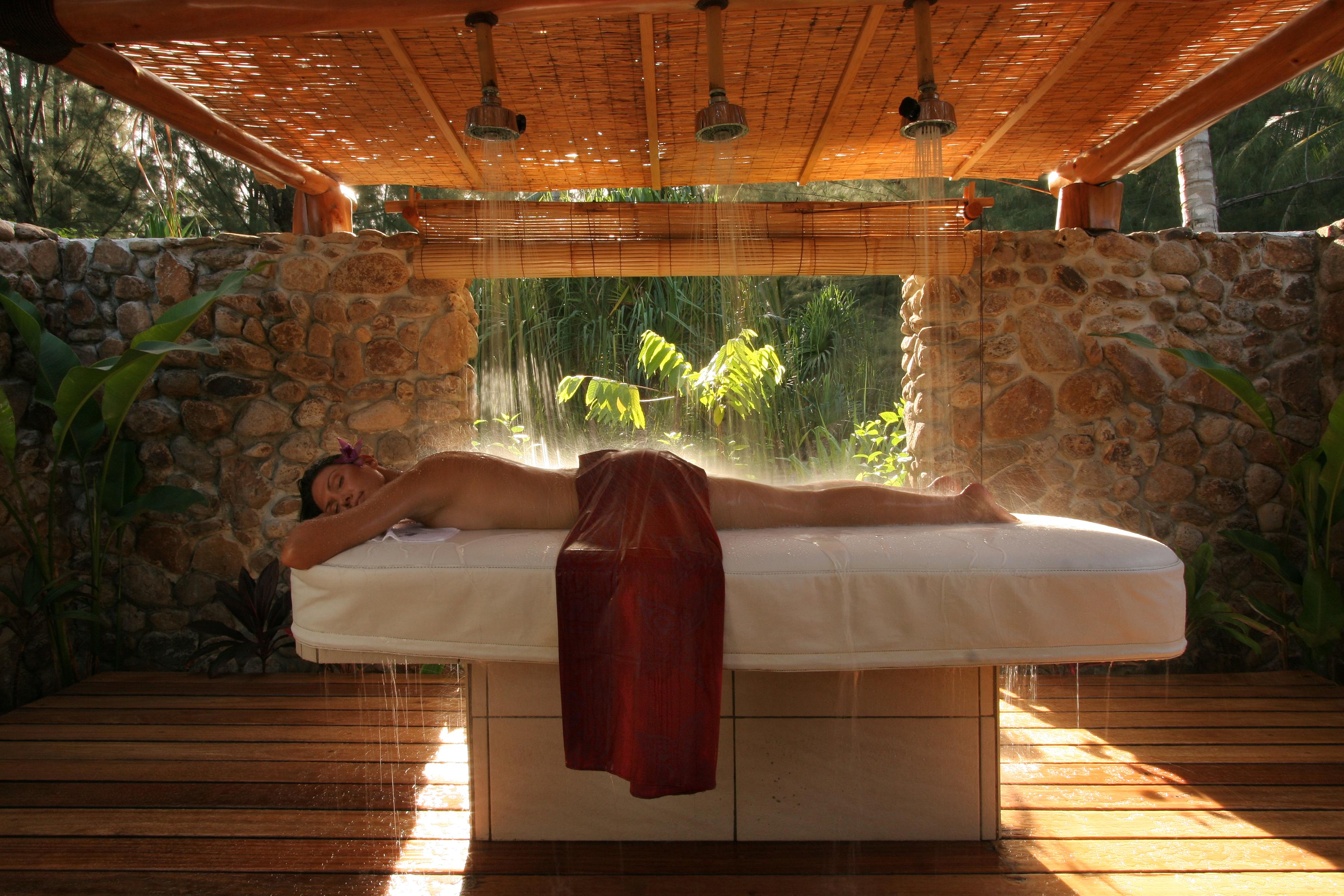 Hotel Bora Bora Pearl Beach Resort Amp Spa 4 Far And